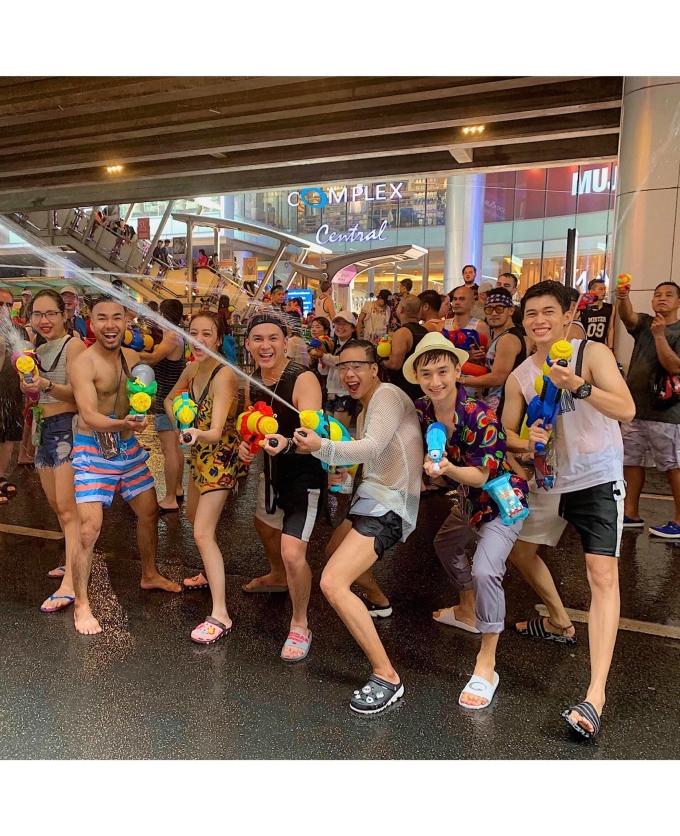 <p> Nhiều bạn trẻ Việt rủ nhau đi Thái Lan để tham dựlễ hội Songkran này.</p>