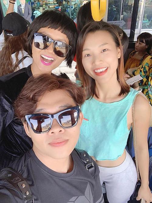 HHen Niê, Hoàng Oanh gặp nhau ở Thái Lan trong chuyến đi chơi lễ.