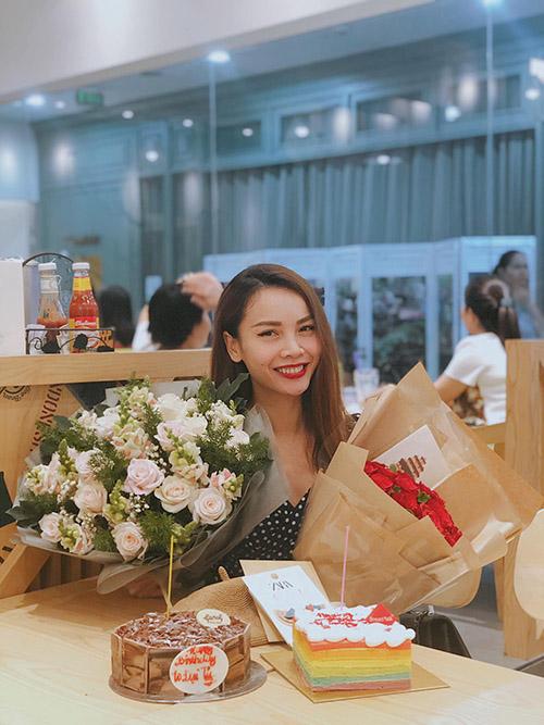 Yến Trang hạnh phúc vì được fan mừng sinh nhật sớm.