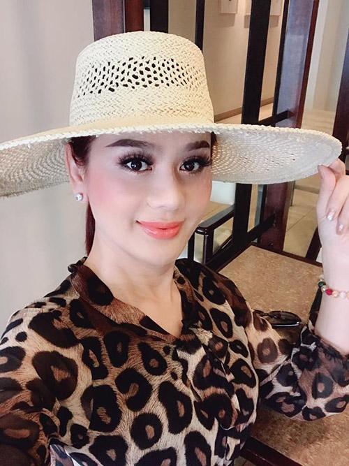 Lâm Khánh Chi nữ tính trong chuyến đi chơi Thái Lan vào kỳ nghỉ lễ.