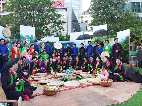 Lễ hội còn có những hoạt động như Múa bóng rỗi, Chầu văn, Quan họ Bắc Ninh, trải nghiệm bài chòi... Tất cả nhằm tồn vinh và quảng bá nghệ thuật dân gian của dân tộc đến thế hệ các bạn trẻ và du khách trong và ngoài nước.