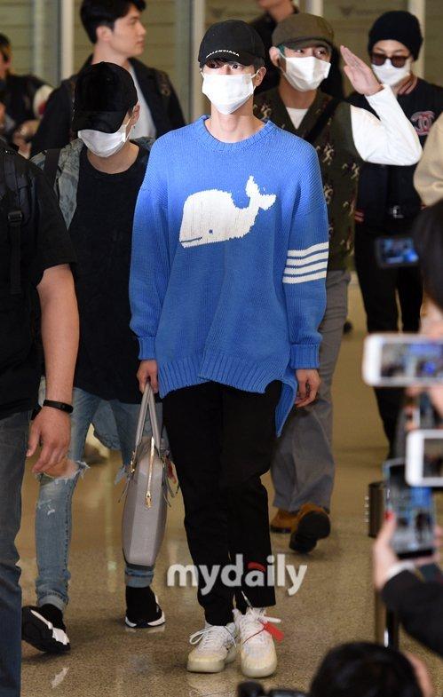 BTS trở thành tâm điểm chú ý khi hạ cánh ở sân bay Incheon chiều nay. Nhóm trở về từ Mỹ với sự xuất hiện bùng nổ ở show Saturday Night Live.