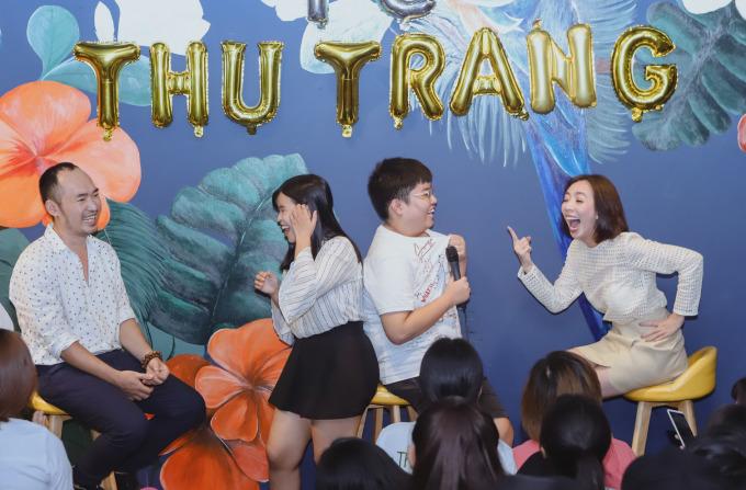 <p> Thu Trang - Tiến Luật cùng fan chia làm 2 đội để chơi các game vui nhộn.</p>