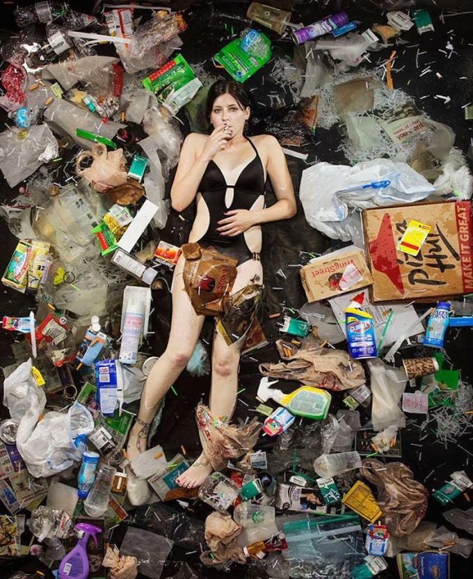 <p> Chai lọ nhựa, túi ni-lông, bìa các-tông trong những hộp đựng pizza, chúng nhỏ bé, dễ vứt nhưng khó phân hủy.</p>