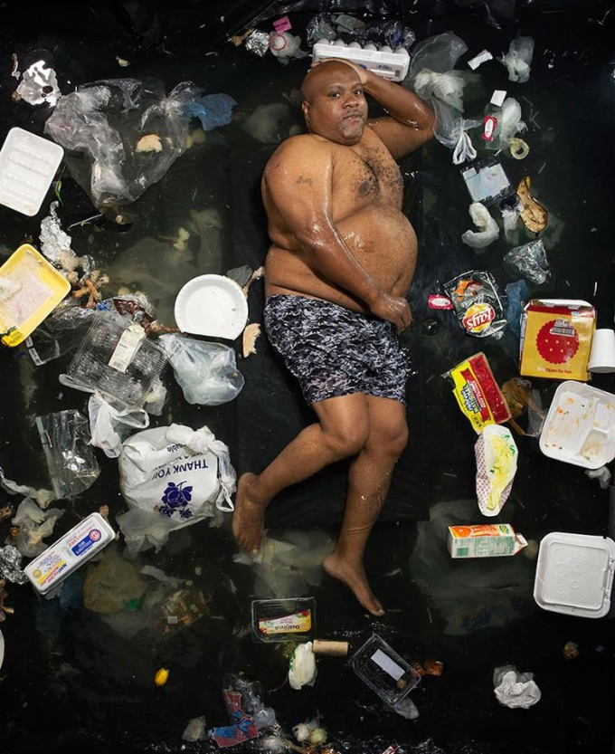 <p> Nhiều người suy nghĩ vứt rác xuống sông, suối chúng sẽ tự phân hủy, nhưng thực tế, chúng có thể tồn tại dưới đáy lâu dài.</p>