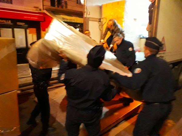 Nhiều báu vật được cứu khỏi ngọn lửa ở Nhà thờ Đức Bà Paris - 1