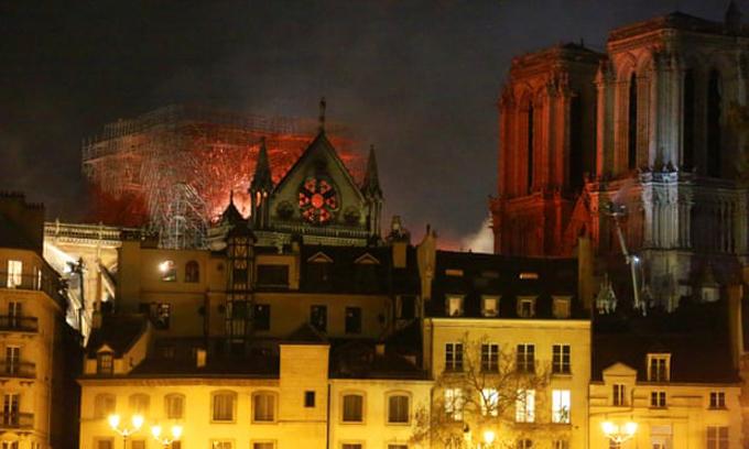 <p> Chỉ huy chính đội cứu hỏa Paris cho biết, cấu trúc chính của tòa nhà đã được cứu. Tuy nhiên, khói và lửa bao trùm, nhấn chìm các tầng trên của Nhà thờ Đức Bà Paris.</p>
