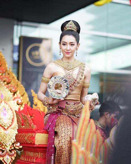 Ranee Campen (tiếng Thái: ราณี แคมเปน; tên gọi: Bella) là nữ diễn viên Thái Lan gốc Anh. Cô là diễn viên độc quyền của đài Channel 3 (CH3) Thái Lan. Cô được biết đến qua nhiều vai diễn như Trò đùa của thượng đế (2012), Bác sĩ Puttipat (2013), Đứa con của nô lệ (2014), Hai thế giới, một tình yêu (2014), Cô vợ mẫu mực (2016), Ngọn lửa đức hạnh (2017), Ngược dòng thời gian để yêu anh (2018)...