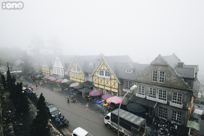 <p> Có lẽ bởi quang cảnh sương mù mờ ảo lãng mạn này mà từ lâu Tam Đảo được ví như một Sa Pa thu nhỏ.</p>