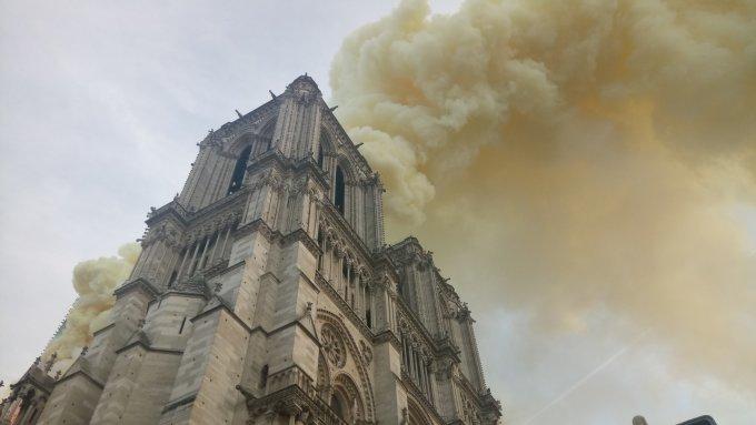 <p> Được chính thức xây dựng xong từ năm 1250, trải qua nhiều thế kỷ, công trình nhà thờ Đức bà giờ đây là một trong những công trình lịch sử- nghệ thuật tiêu biểu, mang tính hình tượng của nước Pháp tương tự như tháp Eiffel hay dòng sông Seine. Công trình xuất hiện trong nhiều tác phẩm văn chương cũng như hội họa mà tiêu biểu là tác phẩm <em>Thằng gù ở nhà thờ Đức Bà</em> của nhà văn Victor Hugo.</p>