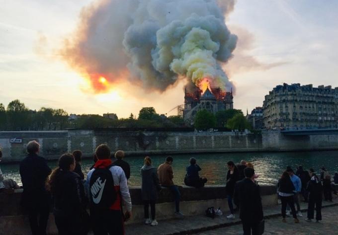 <p> Nhà thờ Đức Bà Paris được coi là linh hồn của nước Pháp.</p>