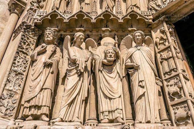 <p> Mỗi năm Nhà thờ Đức Bà Paris có khoảng 13 triệu du khách đến tham quan, biến nơi đây thành công trình lịch sử đón nhiều khách du lịch nhất tại châu Âu.</p>