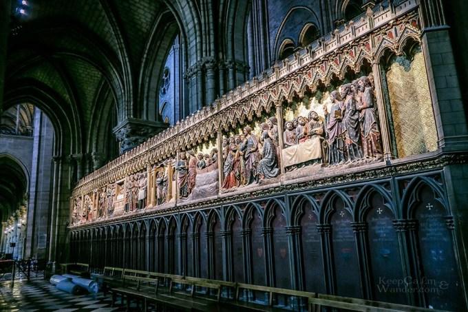<p> Công trình xuất hiện trong nhiều tác phẩm văn chương cũng như hội họa mà tiêu biểu là tác phẩm <em>Thằng gù ở nhà thờ Đức Bà</em> của nhà văn Victor Hugo.</p>