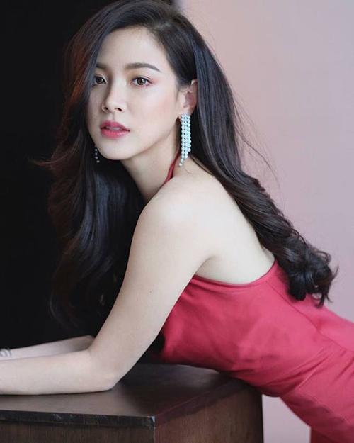 , tên tuổi của Baifern chỉ được gắn với danh hiệu bạn thân ma nữ Mai Davika. Đến năm 2018, nhờ bộ phim Lhong Fai (Ngọn lửa đam mê) và mới đây là Friend Zone