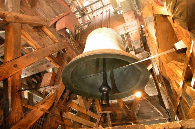 <p> Tháp chuông nổi tiếng của Nhà thờ Đức Bà Paris.</p>