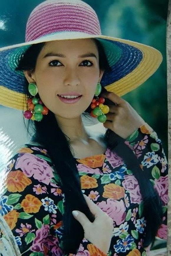 <p> Diễm My có cuộc sống hôn nhân viên mãn. Cô kết hôn với doanh nhân Hà Tôn Đức và được người chồng giàu có yêu chiều. Thỉnh thoảng, Diễm My xuất hiện ở các sự kiện của làng giải trí. Cô cũng đảm nhận vai phụ trong một số bộ phim như <em>Cô Ba Sài Gòn, Người đứng trong gió, Mẹ chồng.</em></p>