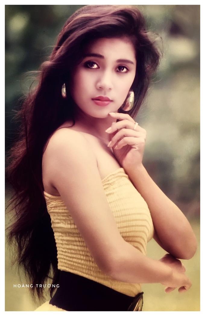 <p> Phong cách nhẹ nhàng, nữ tính gắn với tên tuổi của Việt Trinh. Bên cạnh công việc người mẫu ảnh, người đẹp sinh năm 1972 từng được chú ý khi tham gia các bộ phim như <em>Người đẹp Tây Đô, Ngọc trong đá, Sao em nỡ vội lấy chồng...</em></p>