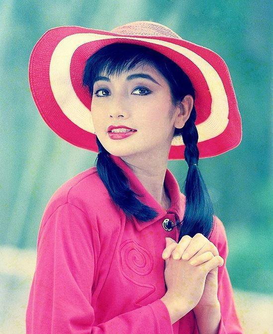 """<p> <strong>2. Lý Thu Thảo</strong><br /> Là Hoa hậu TP HCM 1989, Lý Thu Thảo là biểu tượng nhan sắc lúc bấy giờ với vẻ đẹp hiện đại, lôi cuốn. Cô được giới nhiếp ảnh, đạo diễn săn đón và trở thành nghệ sĩ đắt show. Lý Thu Thảo cũng được xem là """"nữ hoàng ảnh lịch"""" một thời.</p>"""