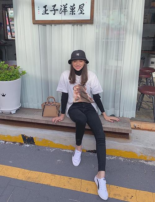 Hương Giang cười tít mắt trong chuyến du lịch Hàn Quốc.
