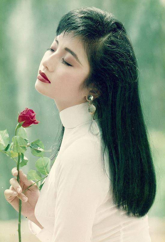 """<p> Từng có thời gian hẹn hò Phước Sang nhưng sau đó Lý Thu Thảo chia tay vì có """"nhiều lý do khó nói"""". Cô rời showbiz và sang Canada sinh sống, kết hôn vào cuối năm 1999.</p>"""