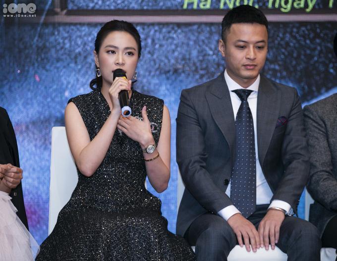 """<p> Chia sẻ về cảm xúc trong lần trở lại truyền hình sau 12 năm, Hoàng Thùy Linh khẳng định cô đã mong chờ ngày này từ rất lầu. Trước đây, khi xem phim cùng bố mẹ và không thấy mình trên tivi, cô đều thầm tự nhủ, động viên bản thân phải thật cố gắng để có thể được trở lại. Hoàng Thùy Linh tâm sự, cô coi VFC - Trung tâm sản xuất phim truyền hình Việt Nam - như nơi """"ghi dấu tuổi thanh xuân rực rỡ"""" của mình và lần trở lại đóng phim này giống như được trở về nhà.</p>"""