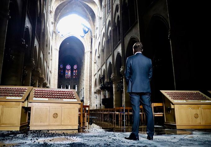 <p> Tổng thống Pháp Emmanuel Macron tuyên bố sẽ xây dựng lại Nhà thờ quý giá này. <em>Ảnh: @Christophe Castaner</em></p>