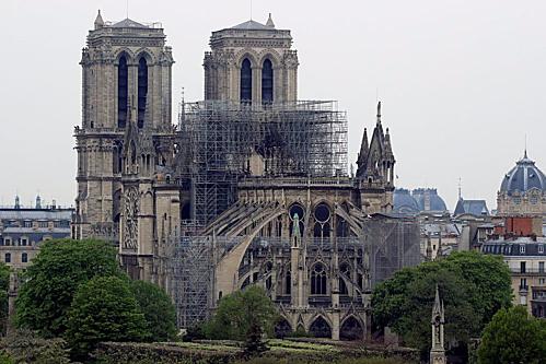 Tổng thống Pháo chiêu mộ nhân tài nhằm phục dựng Nhà thờ Đức Bà Paris. Ảnh: Reuters