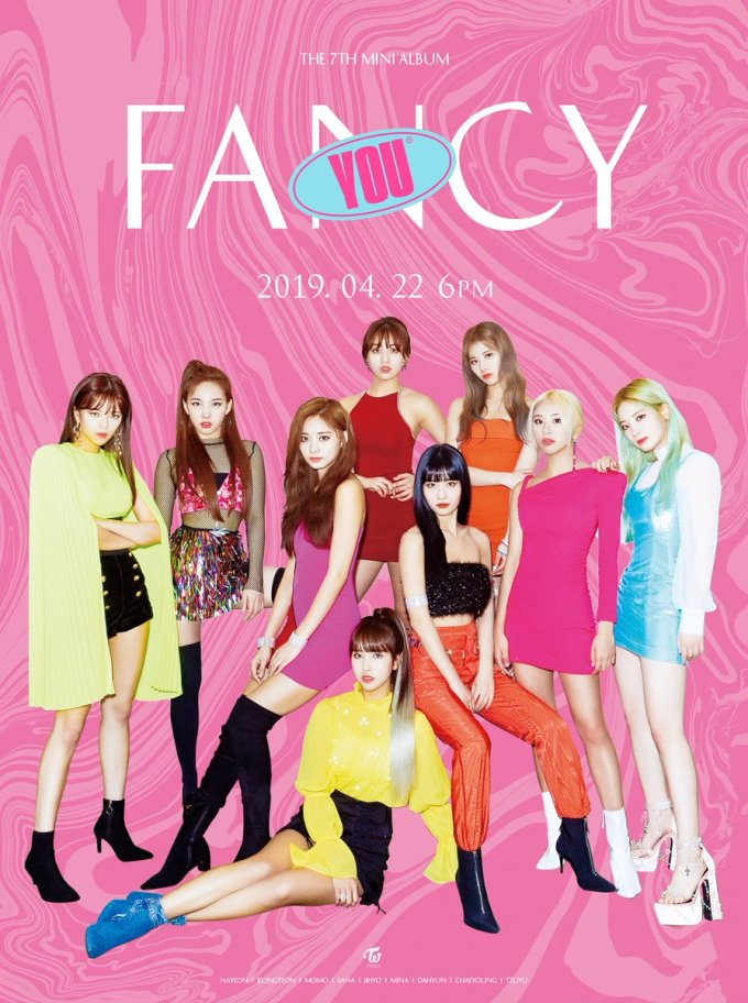 <p> Từ trang phục đến cách thiết kế của JYP đều bị đánh giá lỗi thời. Những bức ảnh teaser của Twice chỉ được thêm phần phông nền nghèo nàn, thiếu ý tưởng. Dù quyết tâm hướng ''gà cưng'' tới hình ảnh sang chảnh hơn, JYP vẫn bị mỉa mai vì chất lượng ảnh còn kém hơn fan tự làm.</p>