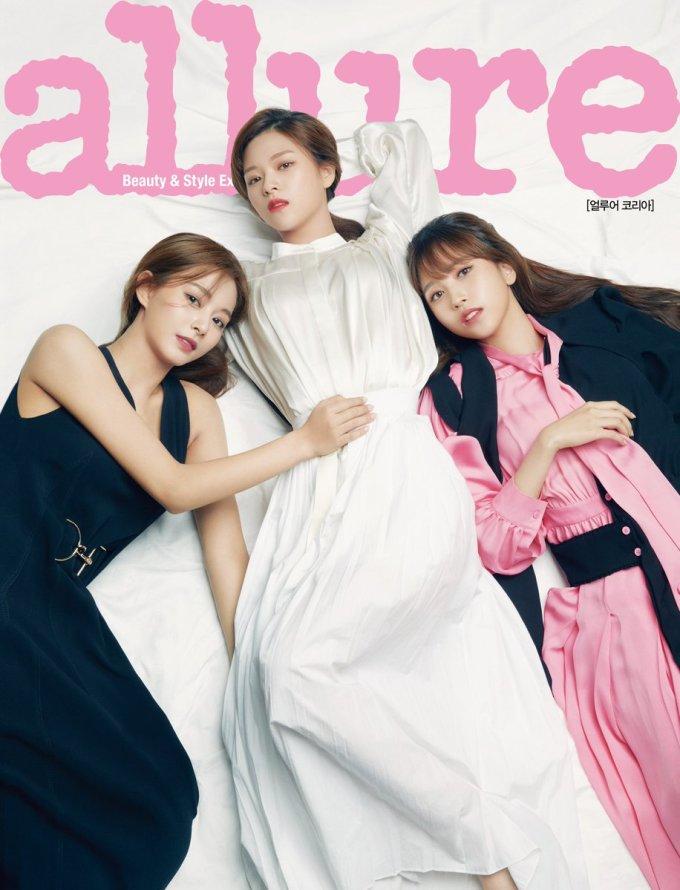 <p> Sau những bức ảnh teaser đáng thất vọng, tạp chí Allure đã ''đền bù'' cho fan bằng bộ hình cực chất. Từ concept, cách make up đến trang phục, Twice đều toát lên thần thái sang chảnh, trưởng thành.</p>