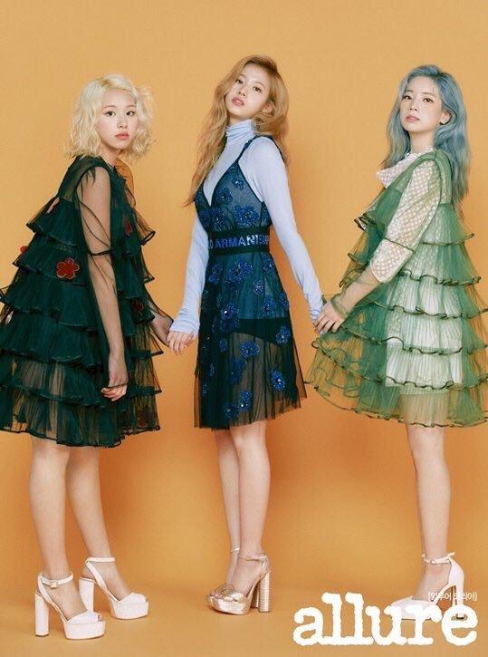 <p> Bộ ba Chae Young - Sana - Da Hyun xinh như búp bê.</p>