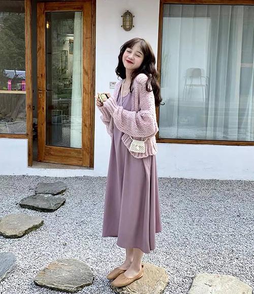 Sự bùng nổ của gam tím lavender được chứng minh bằng việc tông màu này đang phủ sóng những bức hình street style của con gái châu Á. Mùa hè này, đây chắc chắn cũng là một hot trend tại Việt Nam không thể bỏ qua.