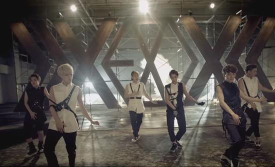 Fan EXO trổ tài nhìn cảnh quay đoán MV