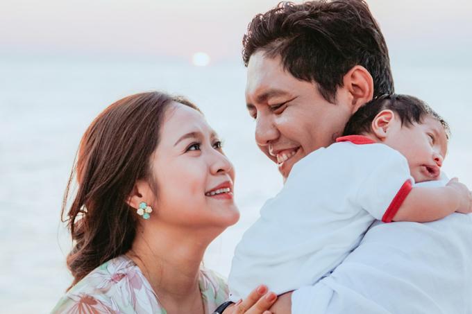 <p> Thanh Thuý cho biết, cô muốn con mình có những trải nghiệm đầu đời tốt nhất cũng như cảm nhận được công việc của bố mẹ nên thường đưa con đi chơi xa hoặc đi theo đoàn phim.</p>