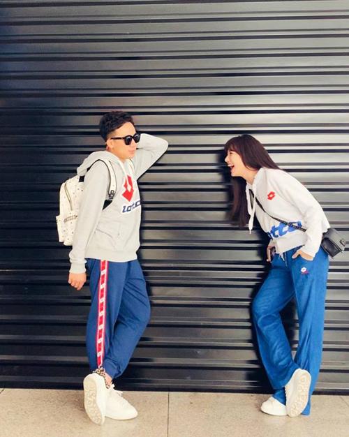 Trấn Thành - Hari Won như trẻ ra cả chục tuổi khi diện đồ đôi thể thao đi hẹn hò.