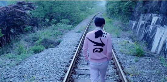 Fan EXO trổ tài nhìn cảnh quay đoán MV - 5