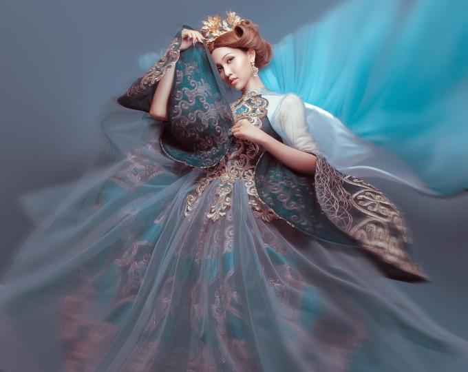 Nhật Hà hóa công chúa hoàng gia gợi cảm