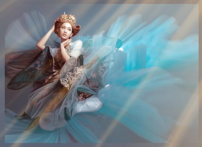 <p> Trong loạt ảnh mới, Nhật Hà biến hóa, trở thành một công chúa yêu kiều, sang chảnh.</p>