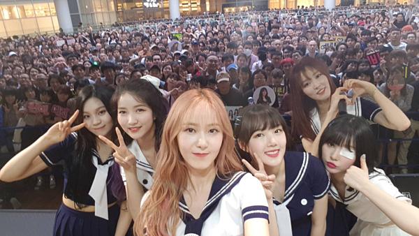 G-Friend cũng đang có nhiều hoạt động quảng bá chăm chỉ ở Nhật. Nhóm từng được truyền thông Nhật bình chọn là một trong ba đại diện của làn sóng Hallyu, bên cạnh BTS và Twice.
