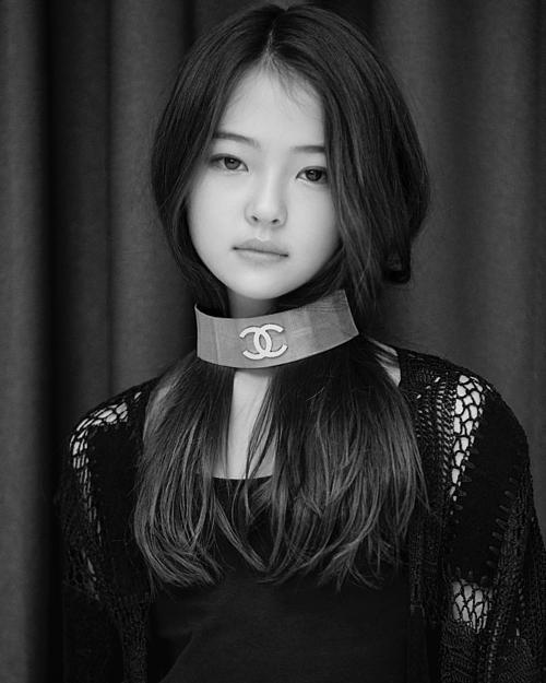 Nhiều người hâm mộ cho rằng Ella sẽ sớm thành con cưng của các thương hiệu thời trang cao cấp khi đủ tuổi, thậm chí đủ thần thái để làm đại sứ Chanel giống Jennie.