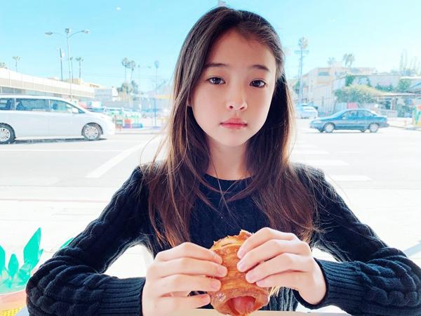Mẫu nhí đẹp nhất thế giới gây sốt vì giống Jennie như chị em - 12