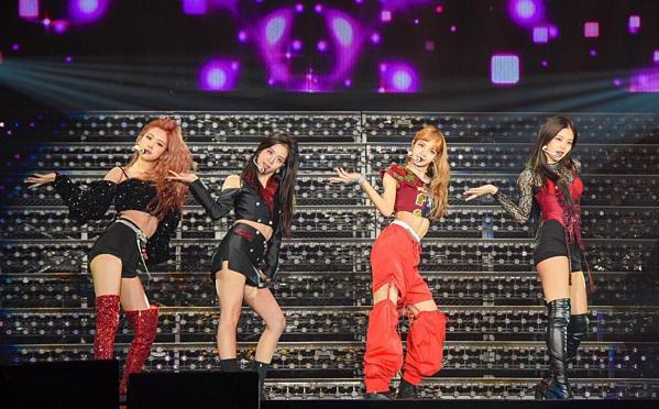 Tiếp bước Twice, Black Pink cũng sẽ tổ chức Dome Tour ở Nhật vào cuối 2019, đầu 2020. Tuy nhiên, thông tin này đang gây nhiều tranh cãi. Một số netizen cho rằng girlgroup YG chưa đủ tầm để diễn ở Dome Tour.