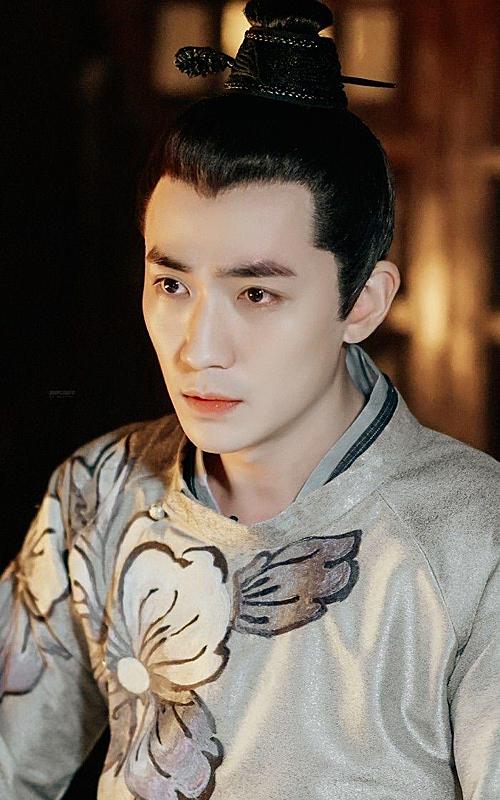 Chu Nhất Long luôn được xem là mỹ nam đầy khí chất cổ trang trên màn ảnh nhỏ Trung Quốc. Đặc biệt, vai nam phụ Tề Hành si tình trong Minh Lan truyện (2018) của anh khiến khán giả thổn thức không nguôi.
