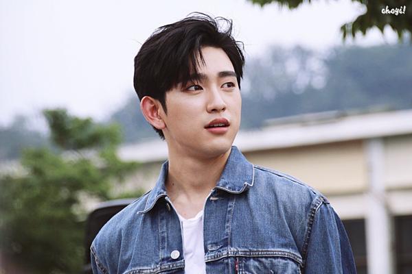 Park Jin Young với ngoại hình điển trai, nổi bật trong lứa diễn viên cùng thời.