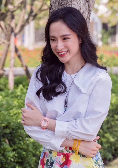 Angela Phương Trinh xinh đẹp dù diện đồ giản dị.
