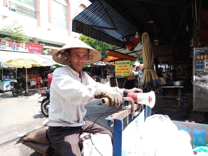 Người Sài Gòn vật lộn mưu sinh giữa thời tiết nắng gắt