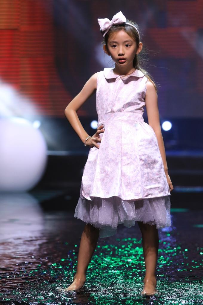 <p> Bé Chiko - con gái Hoa hậu Du lịch Ngọc Diễm - cũng tham gia catwalk.</p>