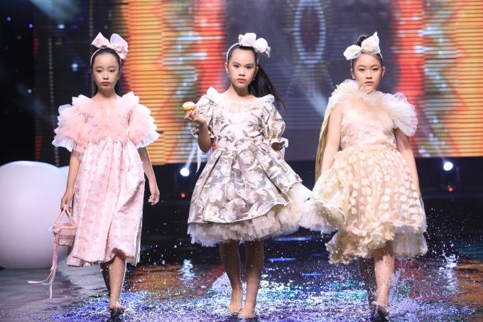 Con gái danh thủ Hồng Sơn ra dáng 'hoa hậu tương lai' trên sàn catwalk