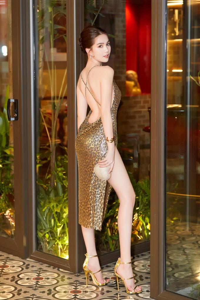 """<p> Tối 19/4, Ngọc Trinh tham dự đêm tiệc """"Vietnam Night"""" tại TP HCM, trước khi lên đường đến LHP Cannes vào ngày 21/5 tới.</p>"""