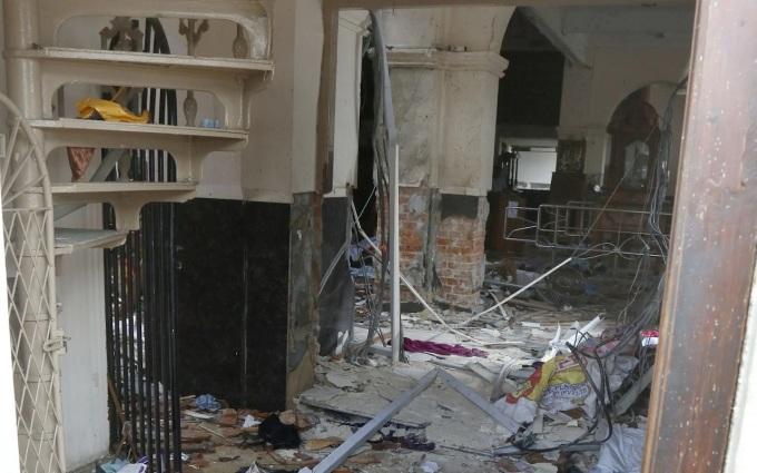 <p> Nhà cửa bị phá tan bởi trận nổ lớn. <em>Ảnh: Telegraph.</em></p>