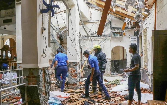 <p> Hình ảnh bên trong Đền thờ Thánh Anthony sau vụ nổ tấn công Nhà thờ St Anthony ở Kochchikade. <em>Ảnh:Telegraph.</em></p>